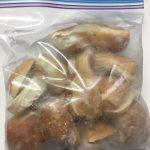 コストコのディナーロール、美味しく食べるには? 冷凍時のひと手間、半分に切っちゃえ!